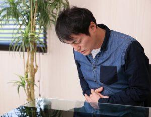 【胃潰瘍 症状チェックリスト】お腹・背中の痛みや下痢、発熱に注意!