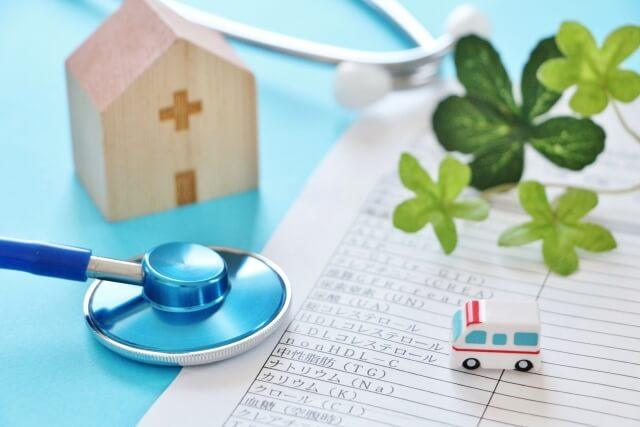 聴診器と救急車